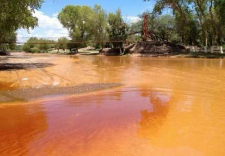 derrame-acido rio